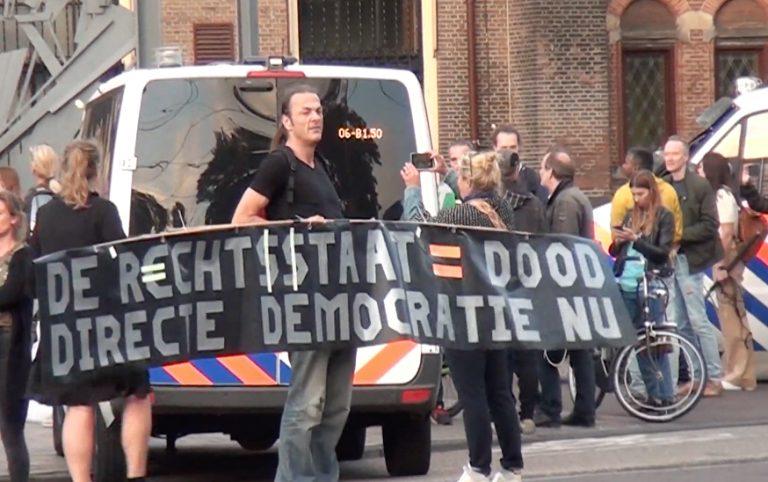 Boeren gearriveerd in Den Haag, defensie wordt ingeschakeld