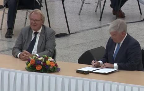Burgemeester Jan van Zanen beëdigd: 'Ik ga ervoor'