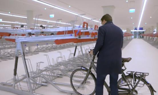 Een van de grootste fietsenstallingen ter wereld vandaag geopend bij Den Haag CS